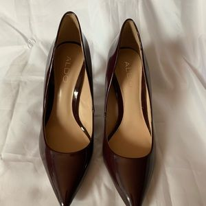 ALDO FAUX PATENT LEATHER  EGGPLANT HIGH HEELS